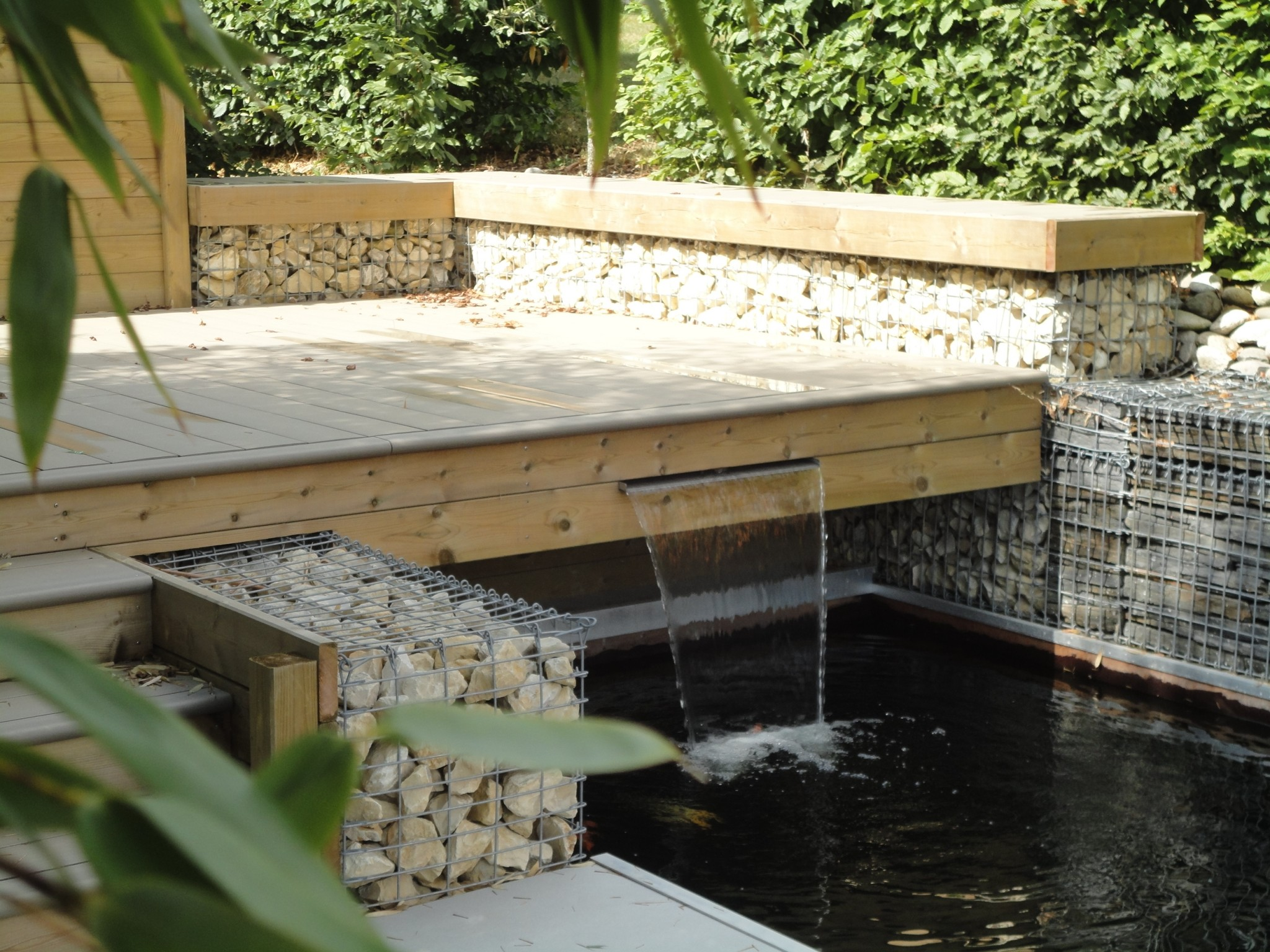 Notre jardin d 39 exposition permanente rebeyrol - Bassin terrasse bois ...