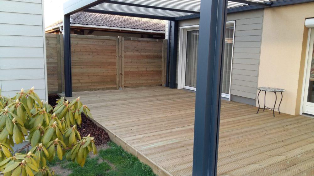 Claustras / clôtures bois - Panneaux en bois et terrasse bioclimatique