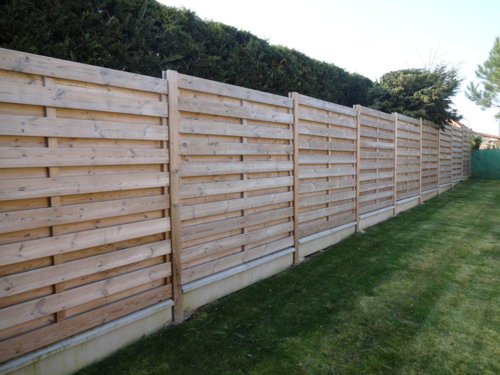 Panneaux bois - Clôture réalisée avec des panneaux en bois