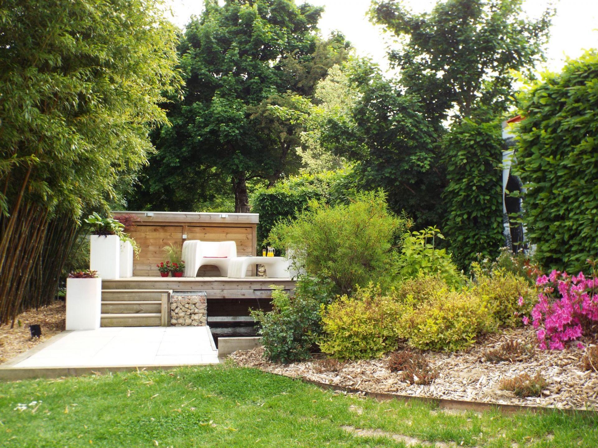 bassin avec terrasse en bois rebeyrol am nagement et entretien des jardins. Black Bedroom Furniture Sets. Home Design Ideas