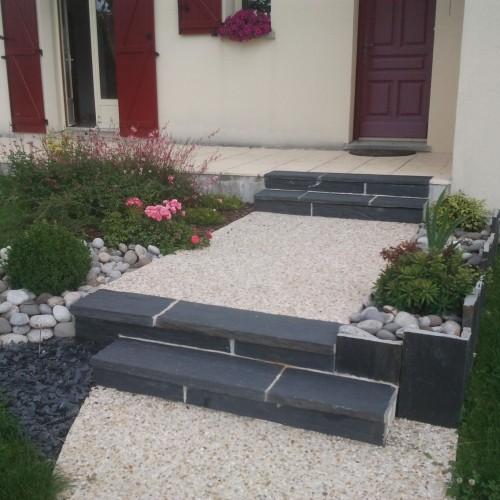 Escalier ext rieur en b ton d sactiv et ardoise rebeyrol for Escalier en beton exterieur