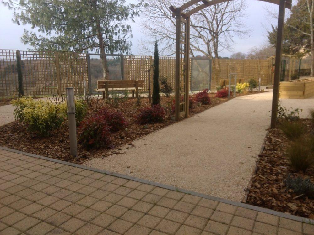 Jardin th rapeutique maison de retraite limoges rebeyrol for Jardin therapeutique
