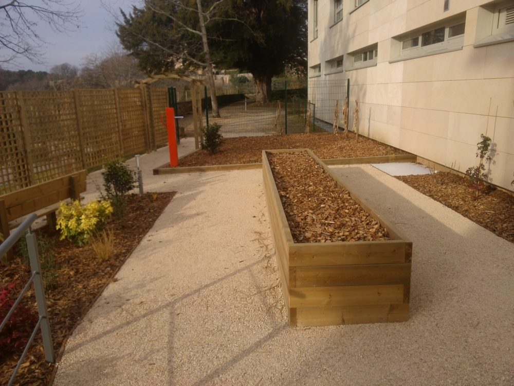 Jardin th rapeutique maison de retraite limoges rebeyrol for Jardin therapeutique
