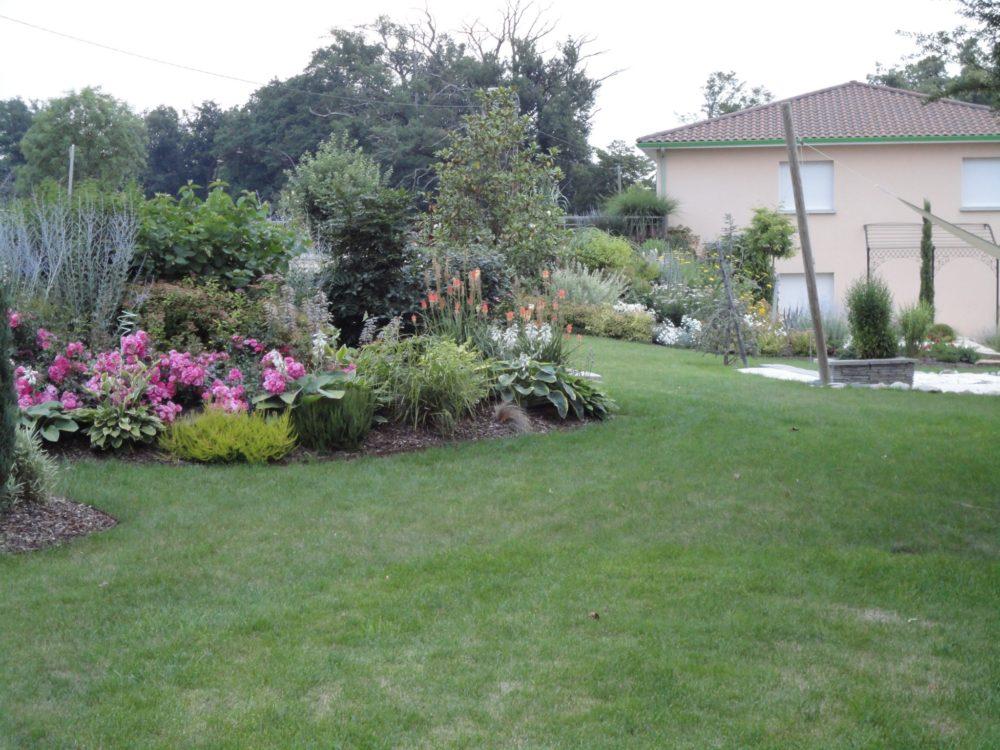 haies et massifs champ tres rebeyrol am nagement et entretien des jardins. Black Bedroom Furniture Sets. Home Design Ideas