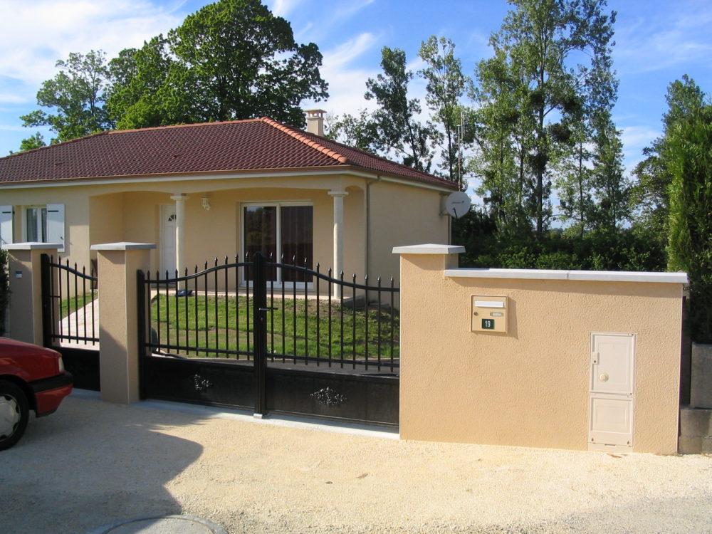 Muret et portail avec piliers enduits - Portail avec piliers enduits