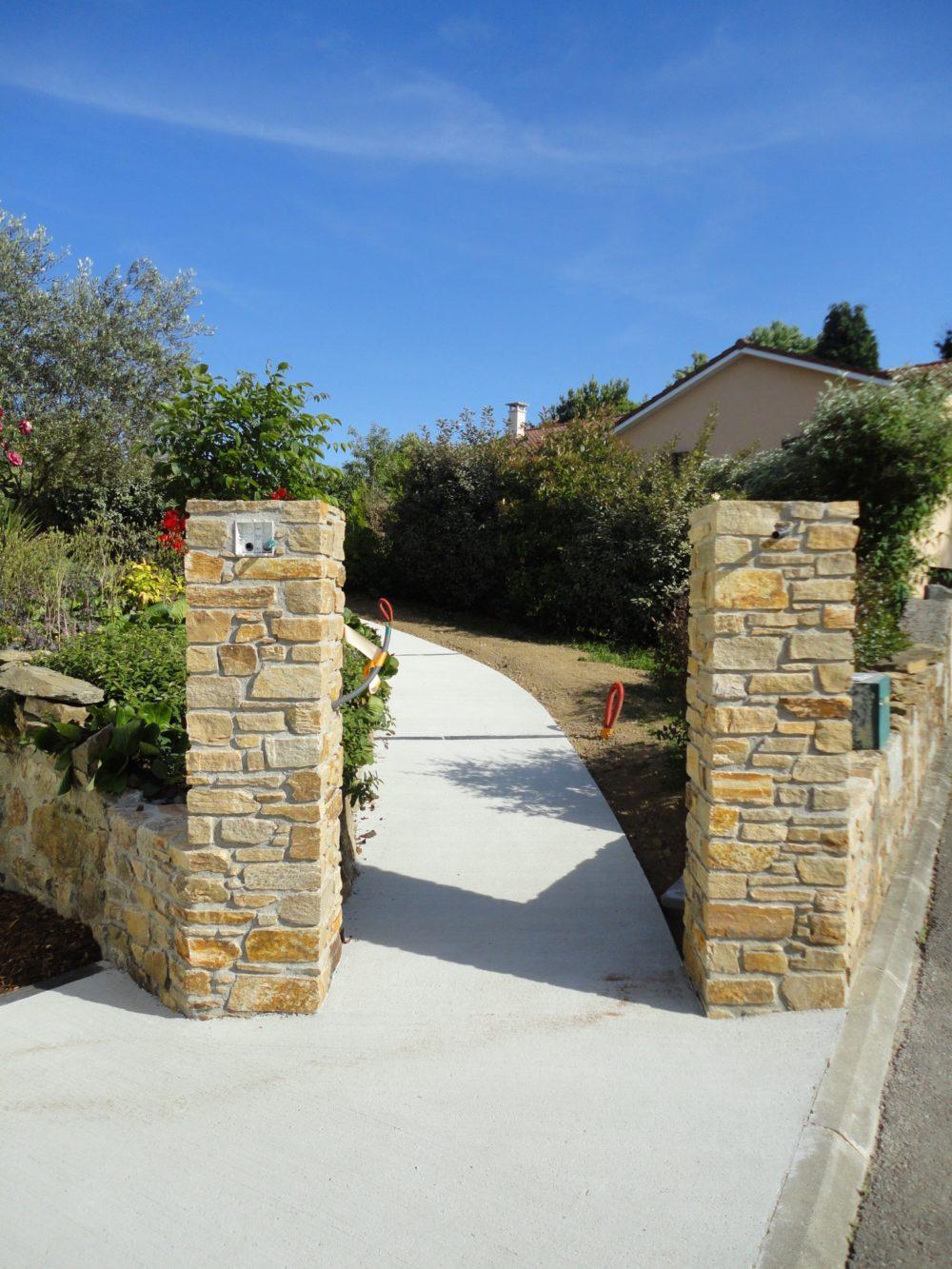 Piliers en pierres pour portail - Piliers en pierre et pose de portail