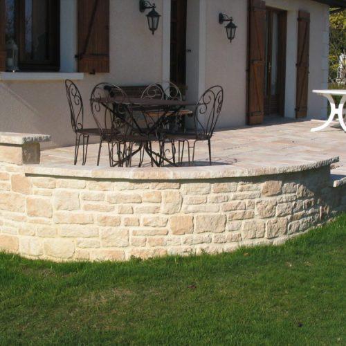 Muret de parement en pierre
