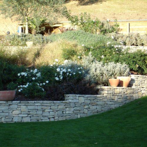 Muret en pierre sèche calcaire