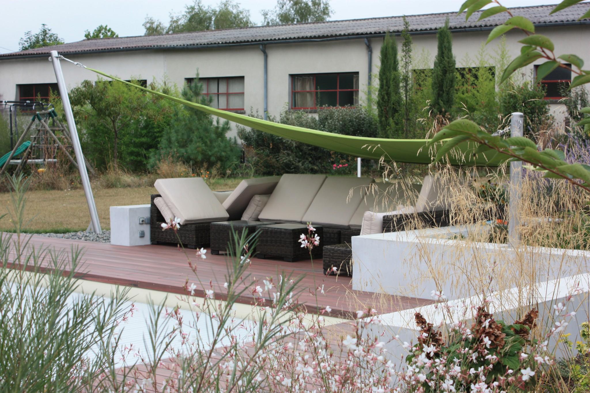 Toile ombrage verte sur terrasse