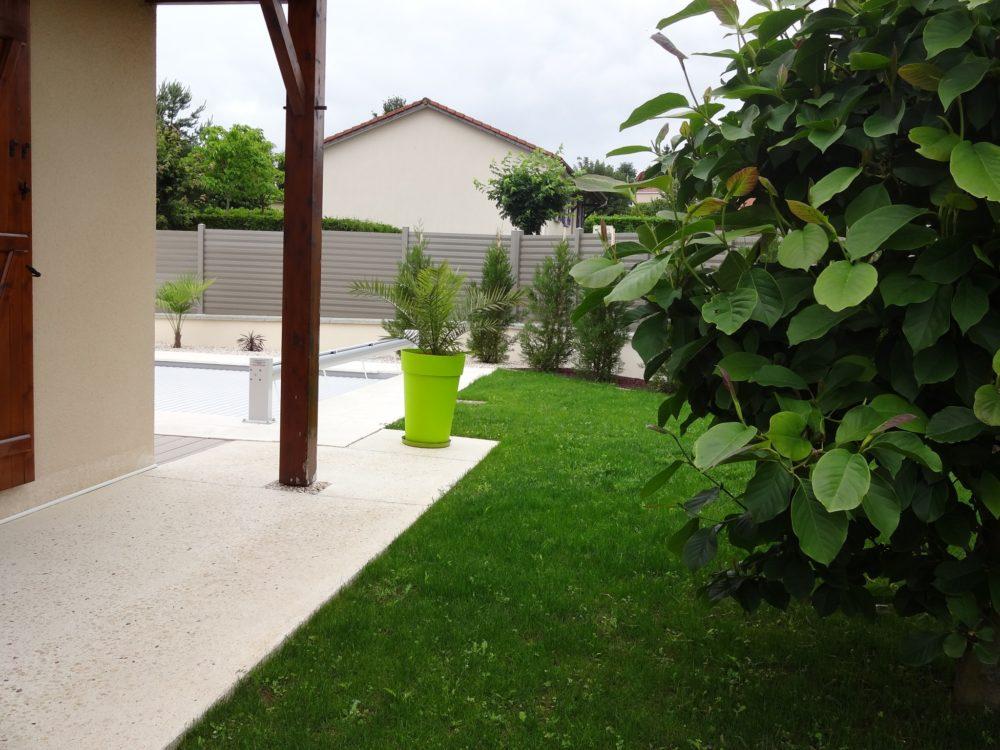 Relooking et embellissement d un jardin rebeyrol for Amenagement jardin limoges