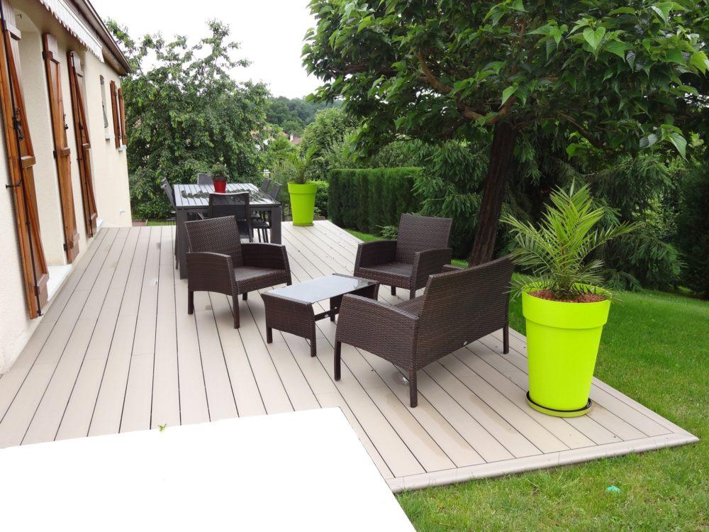 Relooking et embellissement d u2019un jardin Rebeyrol # Terrasse Resine Imitation Bois