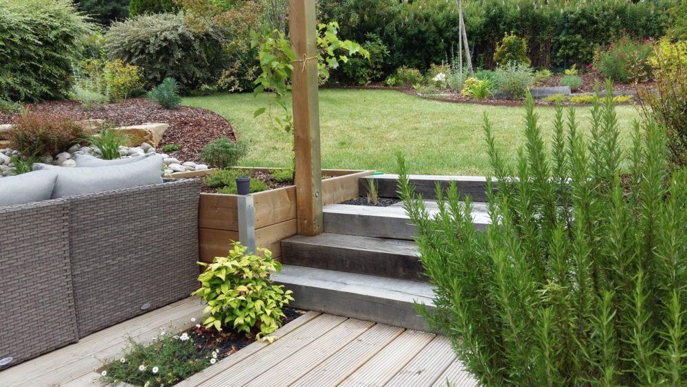 jardin en escalier escalier jardin dalle with jardin en escalier escalier jardin exterieur. Black Bedroom Furniture Sets. Home Design Ideas