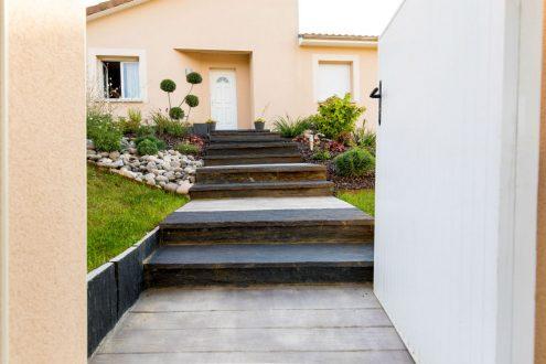 Escalier en béton imprimé et schiste : Rebeyrol : aménagement et ...