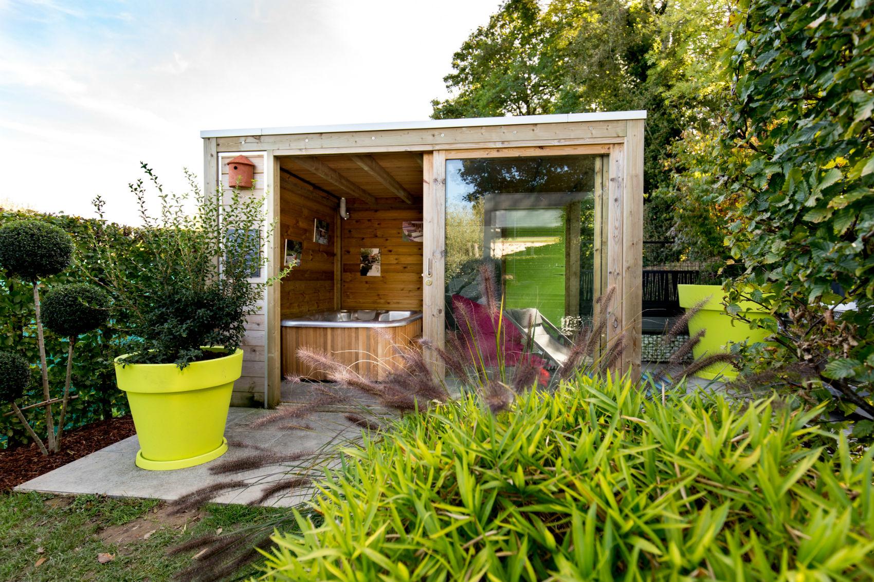 abris de jardin pour spa meilleures id es pour la conception et l 39 ameublement du jardin. Black Bedroom Furniture Sets. Home Design Ideas